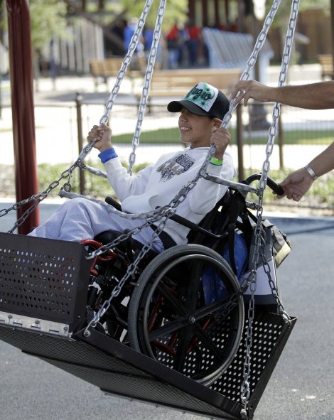 ljuljaska za decu sa invaliditetom